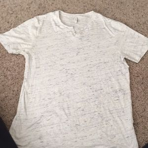 White and blue men's t shirt